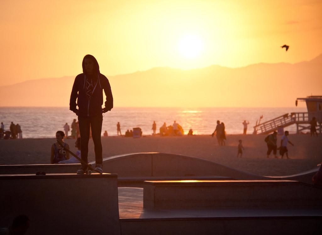 Skateboard Girl Wallpaper Cool Skater Girl At Venice Beach Skate Park Los Angeles
