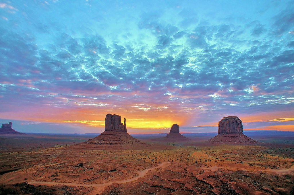 Wallpaper Los Angeles Iphone Monument Valley Sunrise Monument Valley Lies Within The