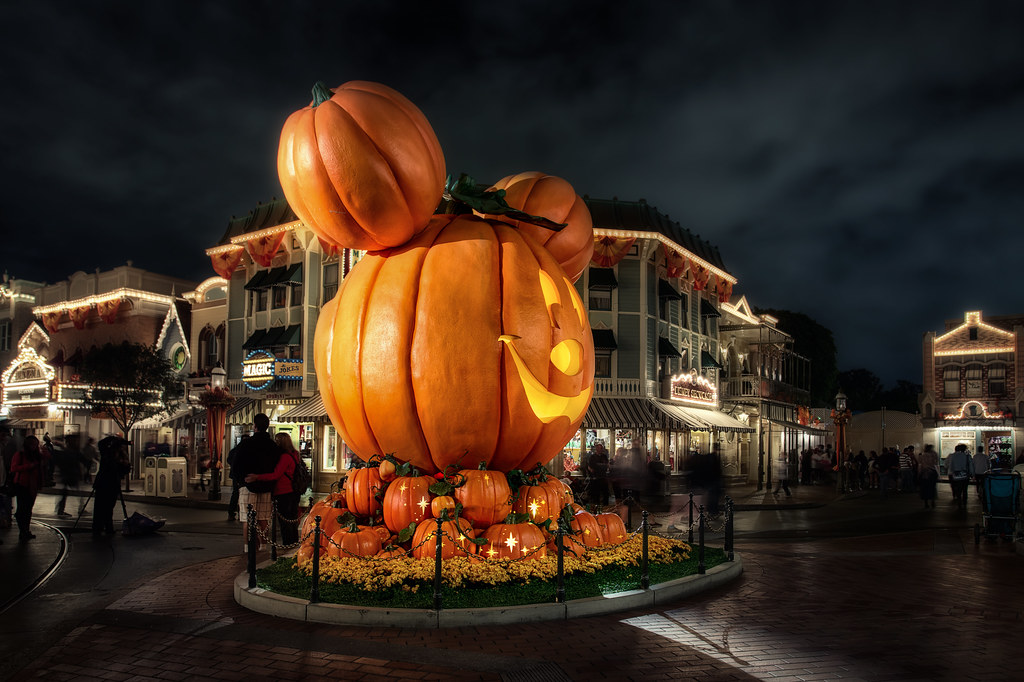 Free Computer Fall Wallpaper A Disney Halloween Happy Halloween I Hope Everyone Has