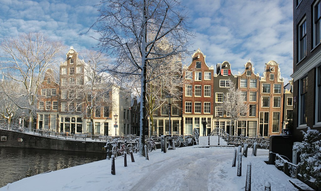 Snow Falling Wallpaper Hd Amsterdam Covered By Flakes Of Snow 169 All Rights