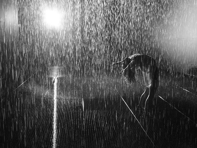 Falling Water Hd Wallpaper Dancing In The Rain Flickr Photo Sharing