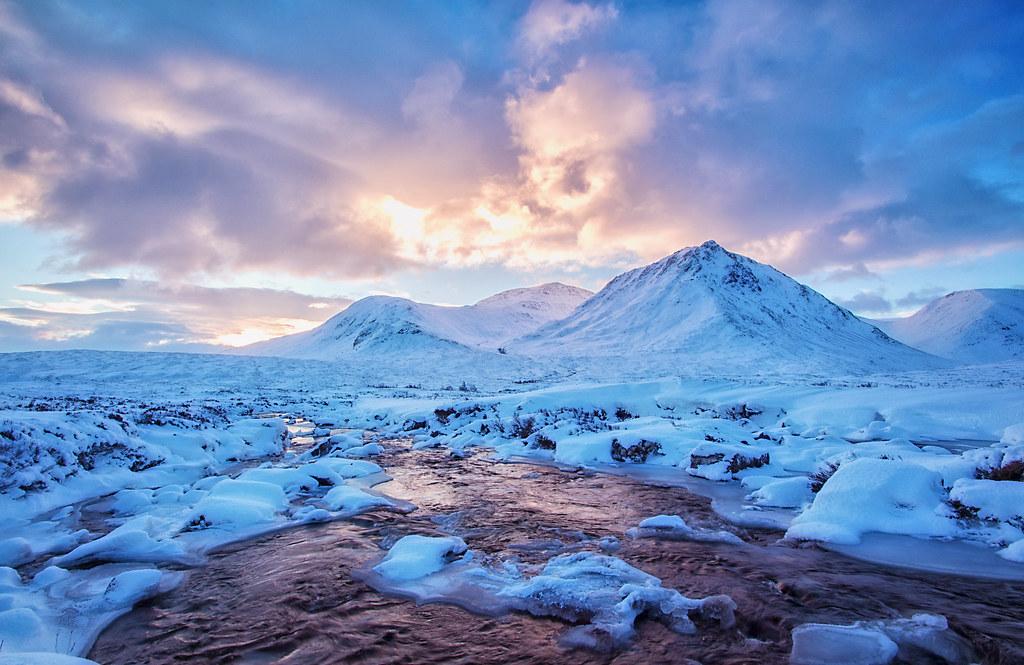 Free Desktop Wallpaper Falling Snow Dawn Crease Dawn On Sron Na Creise The Narrow Point