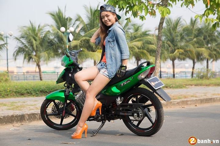 3d Yamaha Motorcycle Wallpaper A Suzuki Fx 125 A Dope Vietnam Hot Girl And A Thirsty For