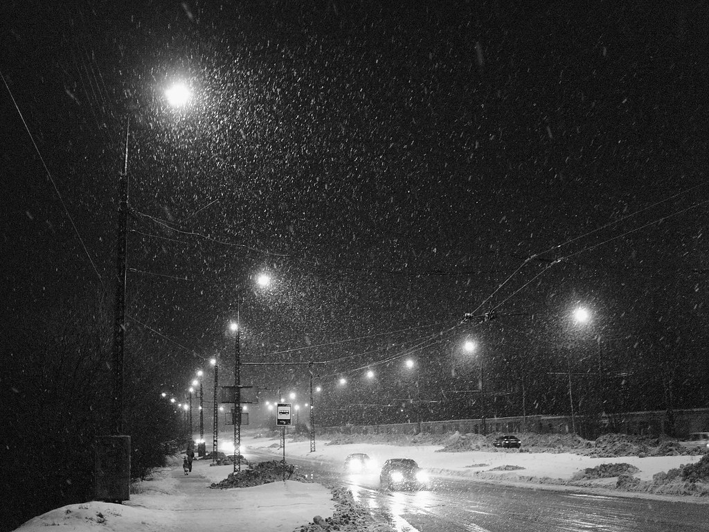 Real Snowflakes Falling Wallpaper Snowy Night Street This Photo Is Available In Full