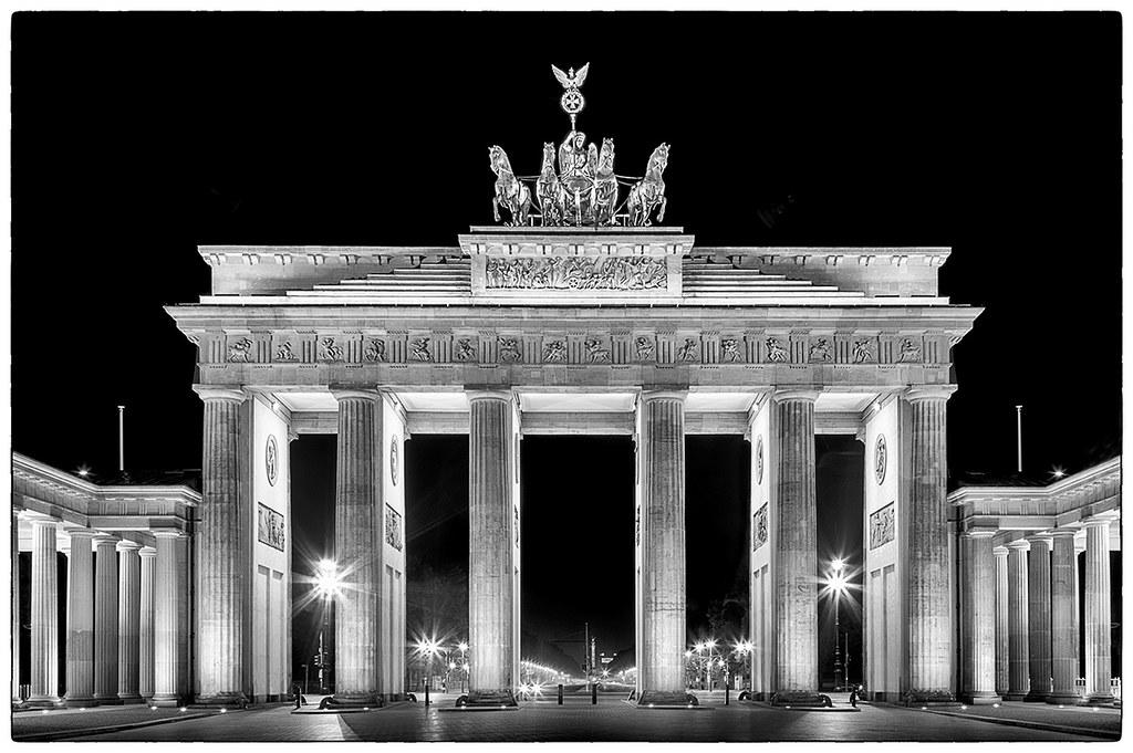 Black And White Wallpaper Pictures Brandenburger Tor The Brandenburg Gate In Berlin Petri