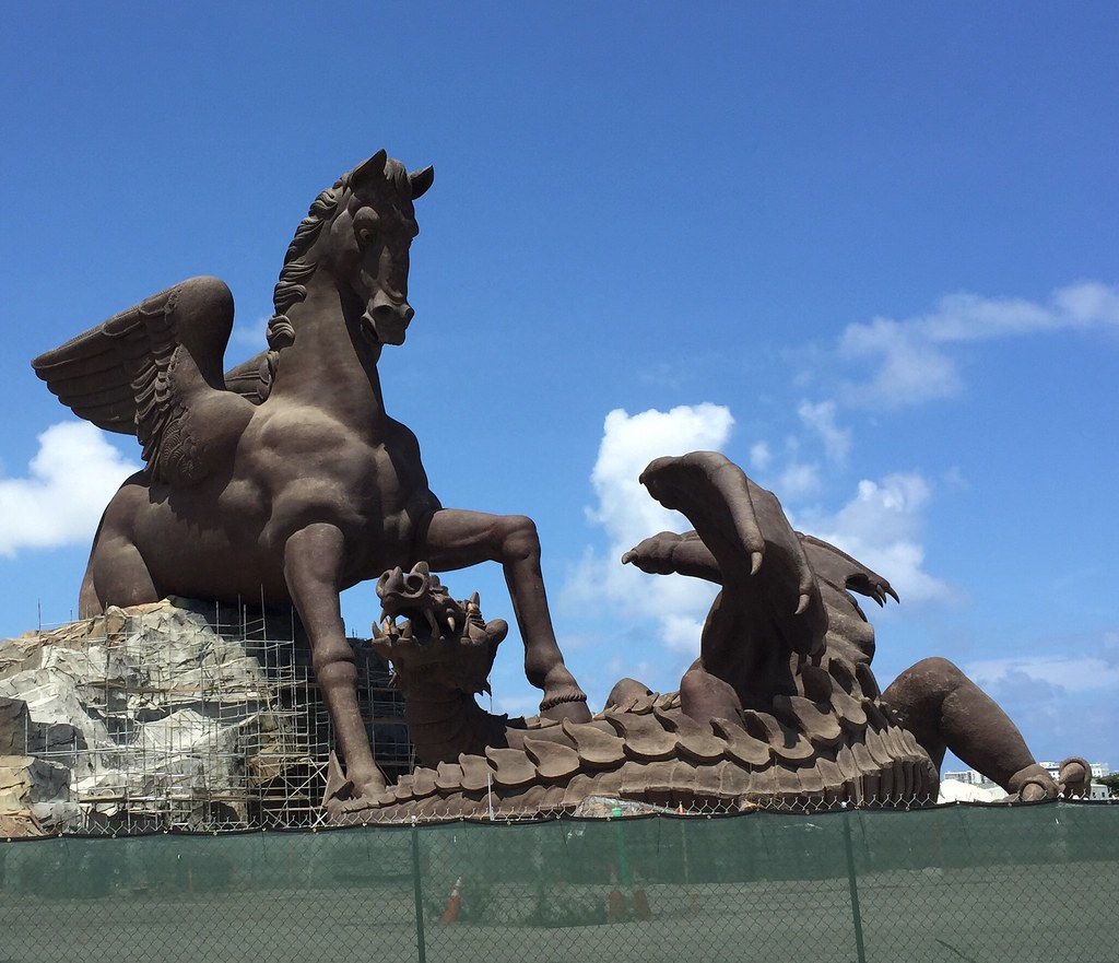 Giant Dragon Statue Gulfstream Park S Giant Sculpture Pegasus Slaying A Drag Flickr