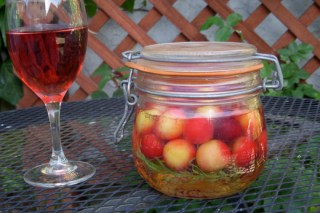 Sweet and sour cherry refrigerator pickles