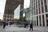 Live from 5th Ave Apple Store unveiling - Image 7 of 47