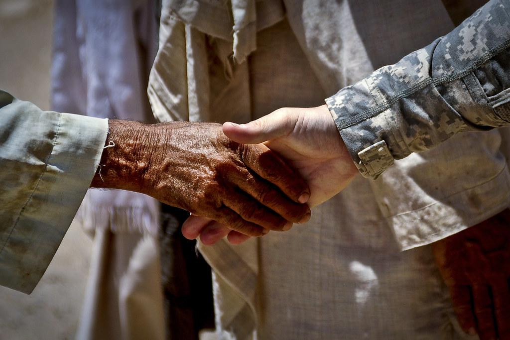 India Wallpaper 3d Bawka Handshake U S Army Maj Paul Bollenbacher Shakes