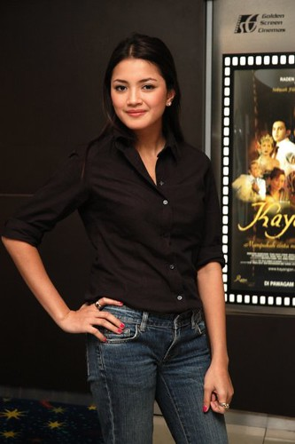 24 Movie Nur Fazura | Was Commisioned To Take The Press Review
