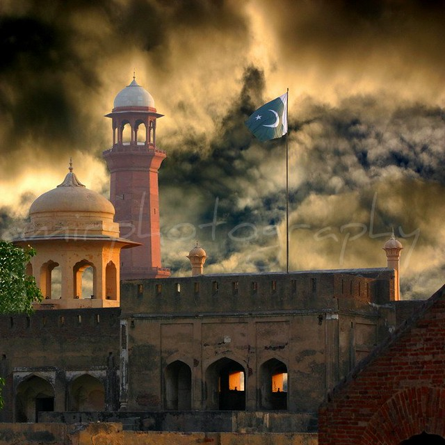Beautiful 3d Wallpaper For Mobile Lahore Fort With Pakistani Flag Historical Places Of My