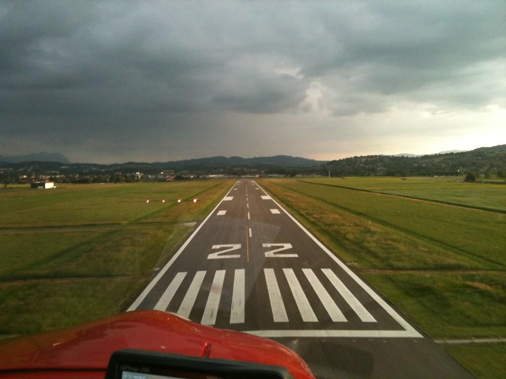 Message Wallpaper Hd Short Final Runway 22 Annecy Airport Kurzer Endanflug