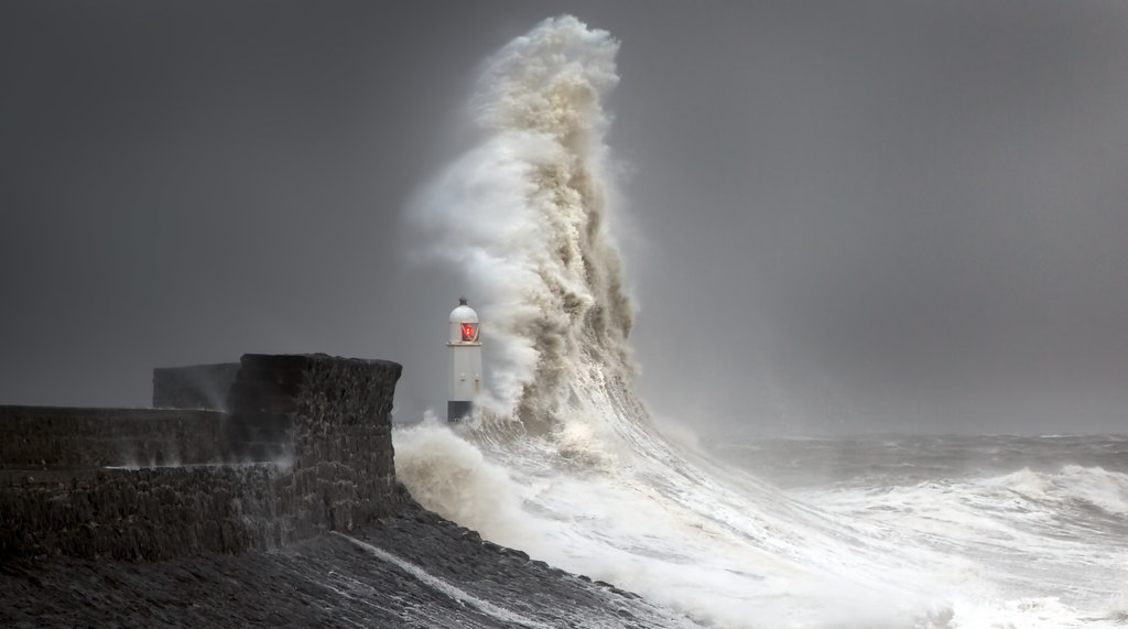 3d Epic Wallpapers Lighthouse Storm In Explore This Wave Shot Is Different