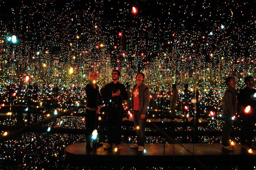 3d Wallpaper City Lights Yayoi Kusama Fireflies On The Water 2002 Maurizio