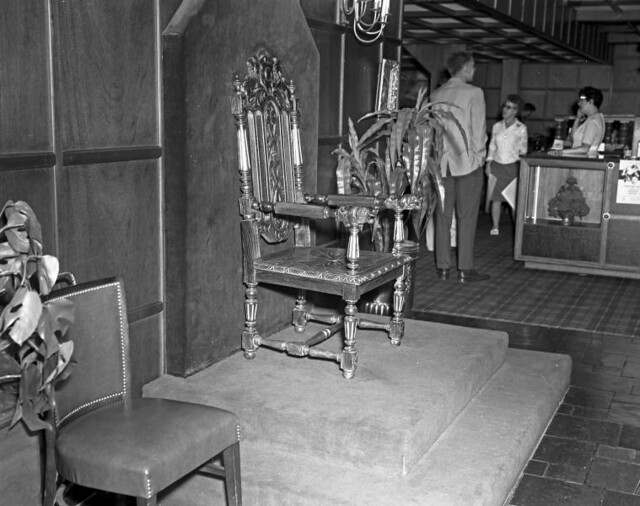 2 7 Camelot Inn - Interior Throne | Photo Credit: Beryl Ford