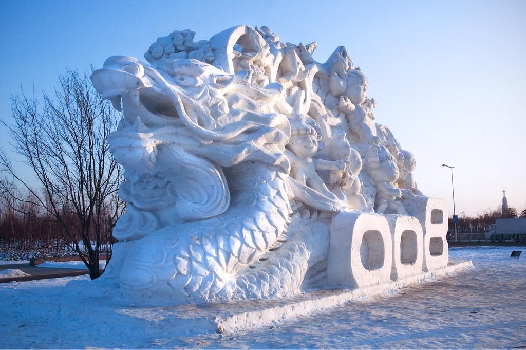 Winter Wallpaper 3d Snow Dragon A Giant Sculpture Leading Into A Snow