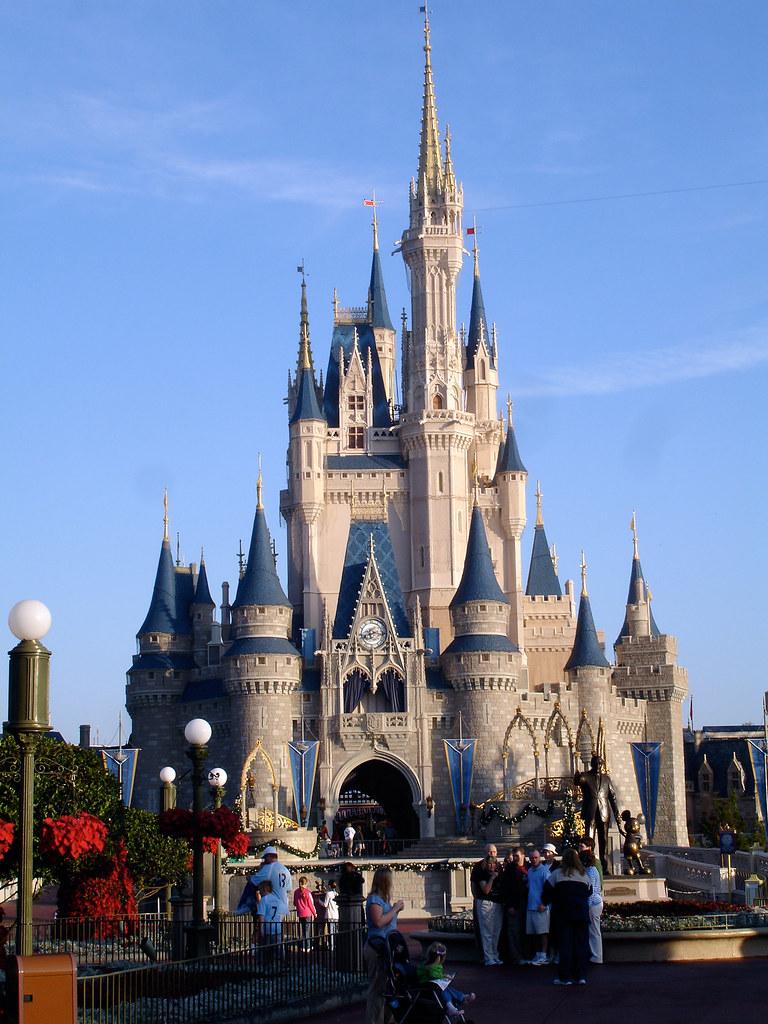 White 3d Wallpaper Hd Cinderella S Castle 2 Disney World S Castle Differs From