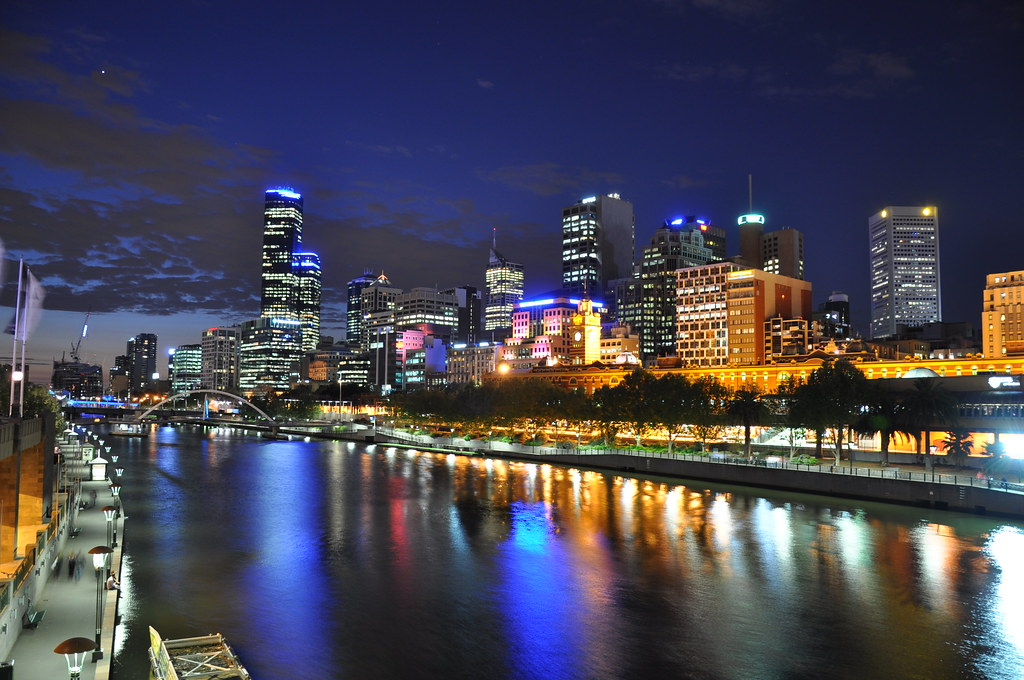 3d Tunnel Wallpaper Melbourne Cbd And Yarra River From Princes Bridge The