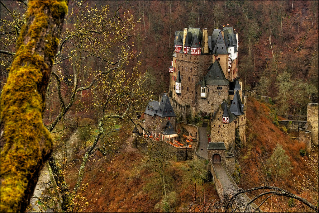 Free Fall Wallpaper And Screensavers Burg Eltz Moselkern One Of The Finest Of German Castles