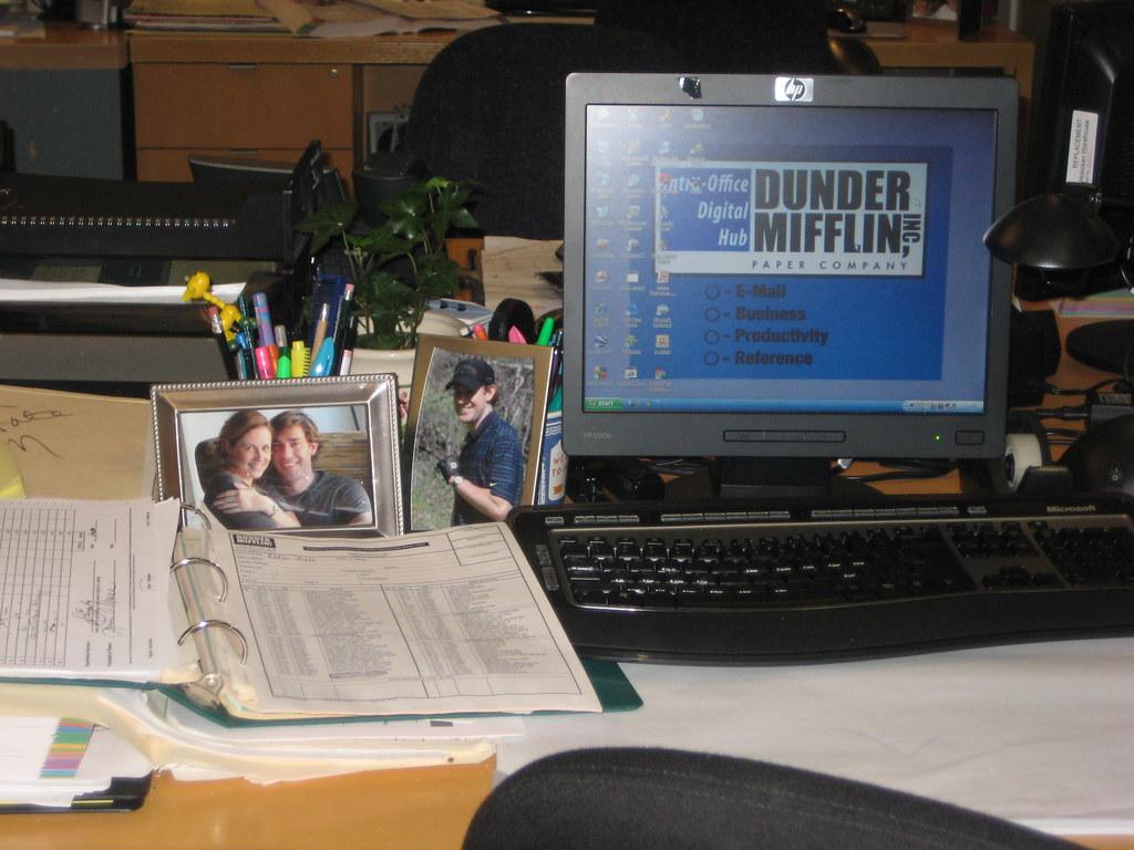 3d World Wallpaper World Jim Halpert S Desk Kristin Eonline Com The Office Set