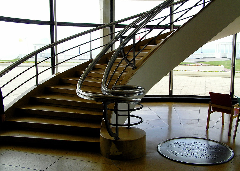 Art Deco Stairs Sweeping Art Deco Staircase At The De La