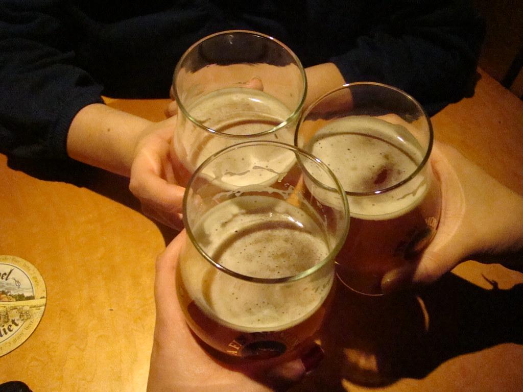 3d Wallpaper Beers And Cheers 011809 Vmiramontes Flickr