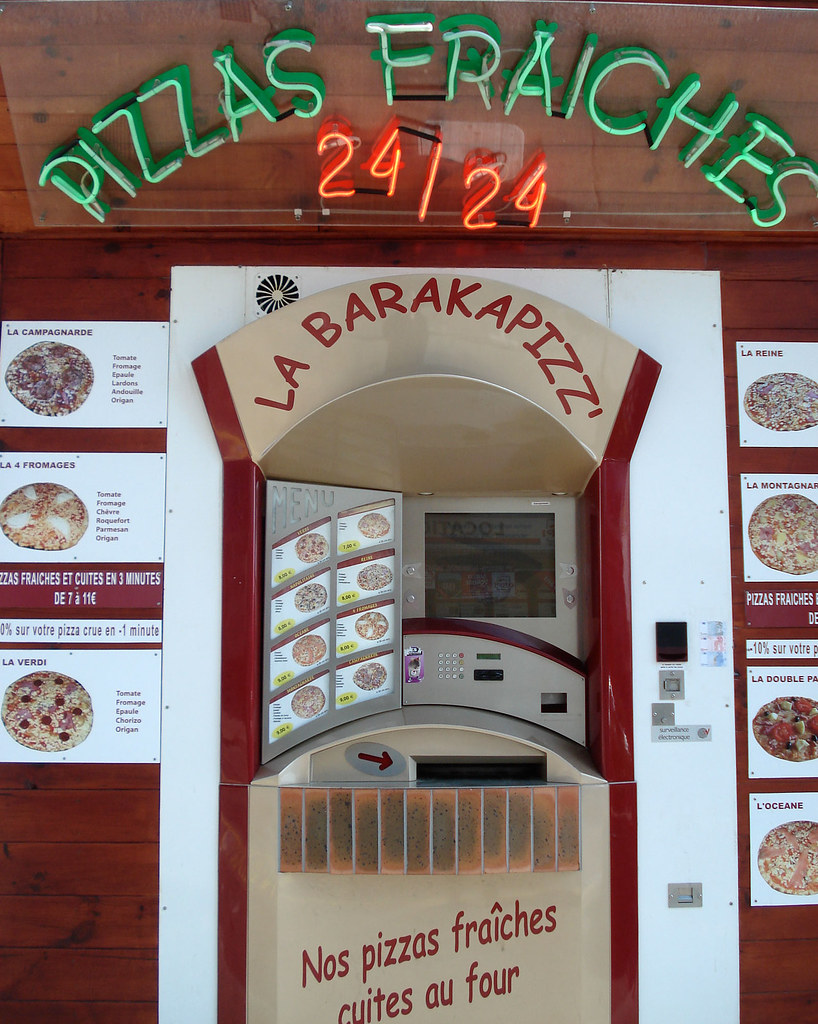 Www Check 24 Pizza Vending Machine, Quiberon, France | This Atm-like