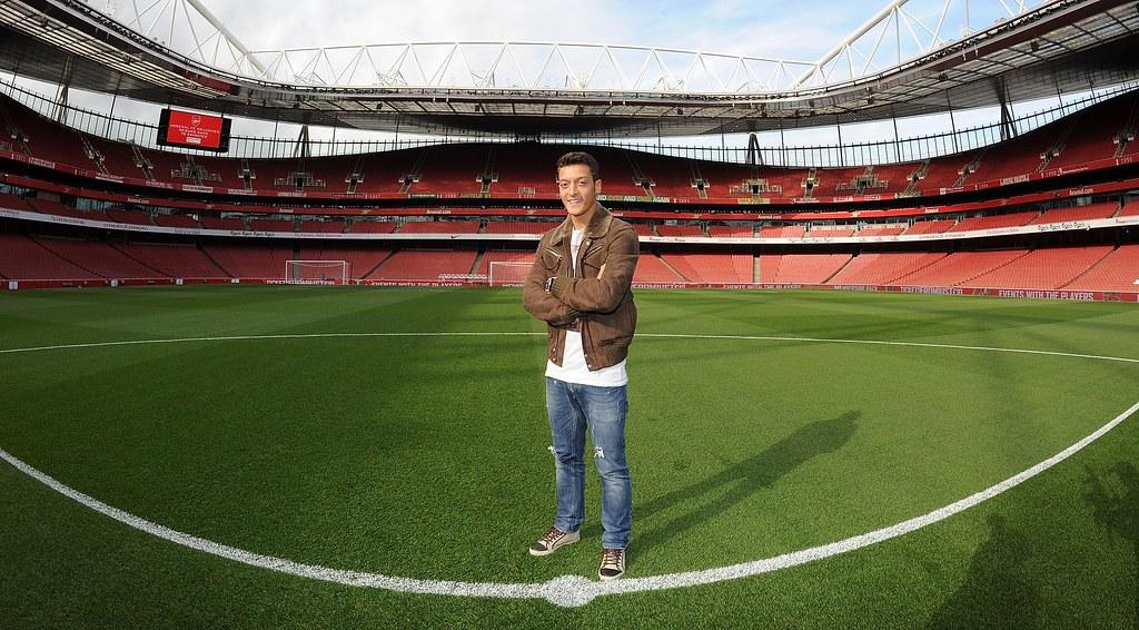 Mesut Ozil Wallpapers Hd Arsenal Arsenal Fc New Signing Mesut Ozil Visits The Emirates Stad