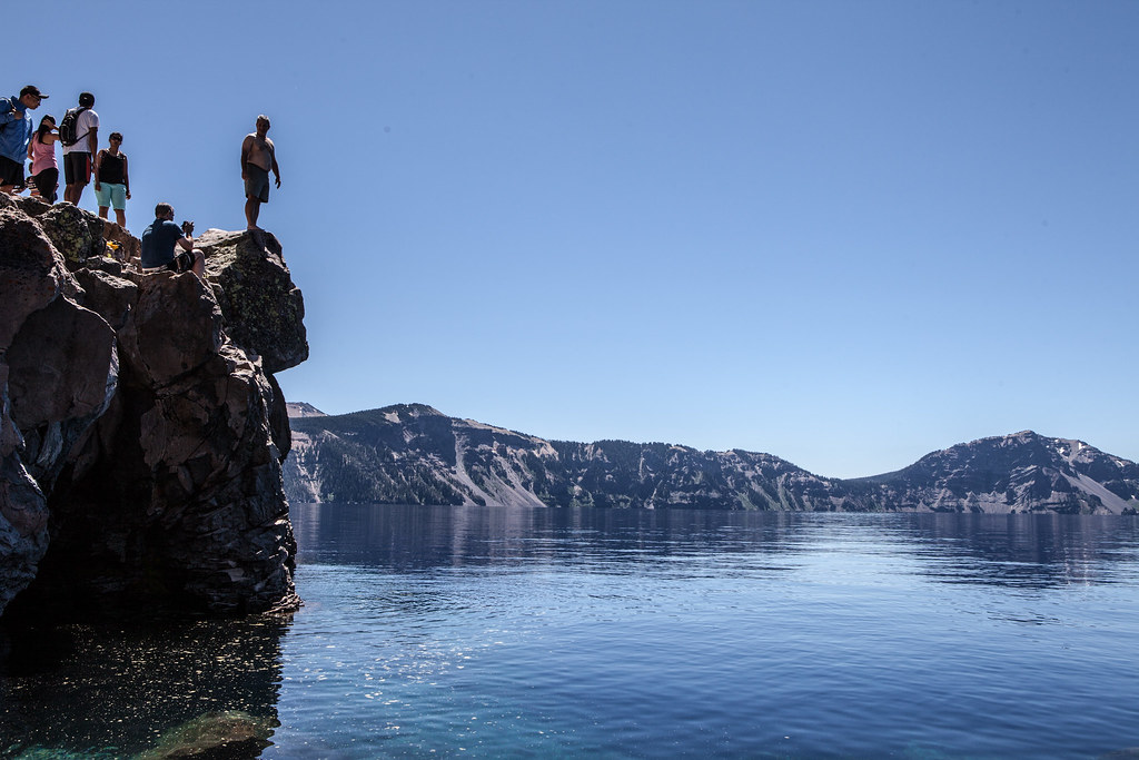 Hd Photos For Mobile Wallpaper Cliff Jumping Crater Lake These Brave People Cliff