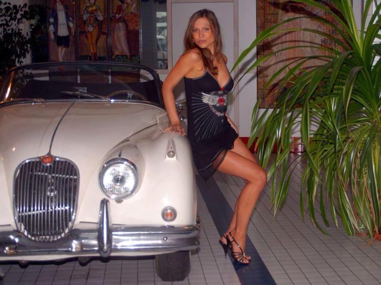 Car Wallpaper In 3d Woman Jaguar Car Leaping Jag Flickr