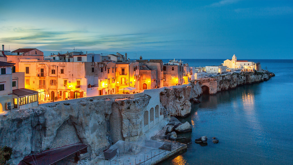Bing 3d Wallpapers Twilight On The Adriatic Sea In Vieste Italy The Day S