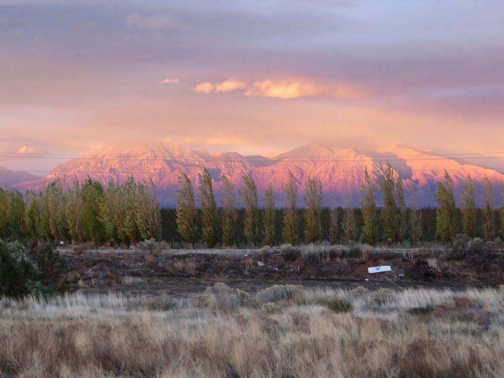 3d Bear Wallpaper Misty Sunset Over Wasatch Mountains U S Route 6 Santaqu