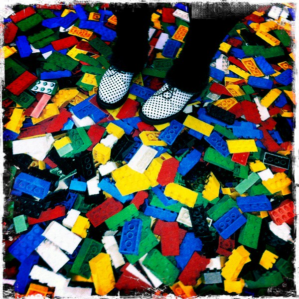 Lego Teppich Lego Carpet, Alice's Feet | Toyfair 2011 | Aleks | Flickr