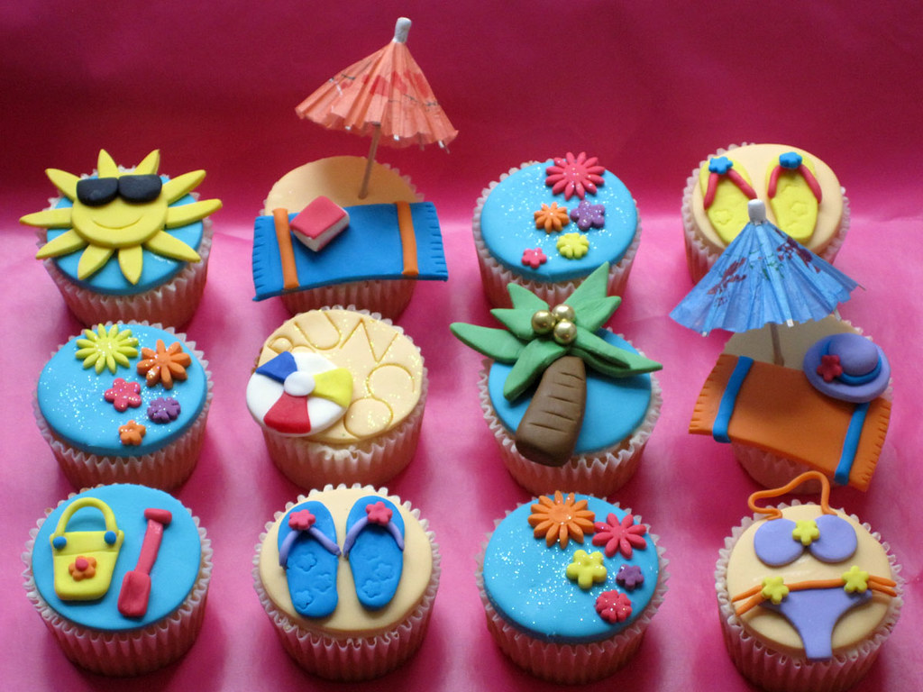 Como Decorar Kekitos Beach Themed Bunco Party Cupcakes Vanilla Cupcakes With