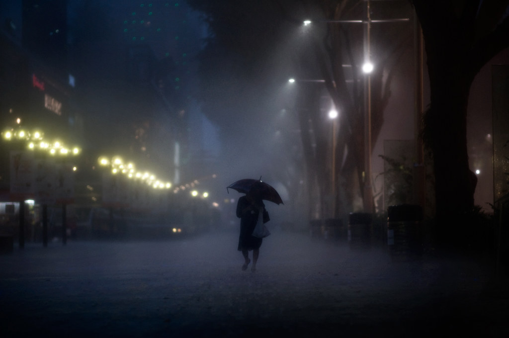 Wallpaper Of Lonely Girl In Rain Braving The Night Rain I Love Shooting Strangers Under