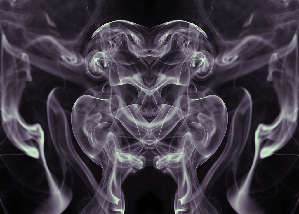 Alien Wallpaper 3d Smoky Alien Reflection An Unusual Background Created