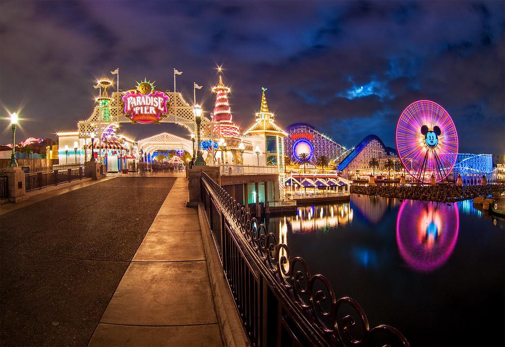 3d Crazy Wallpaper Full Moon Over Paradise Pier Disneyland Resort Disney