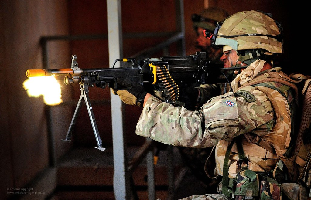 Create Animated Wallpaper Royal Marine Firing Gpmg A Royal Marines Commando Fires