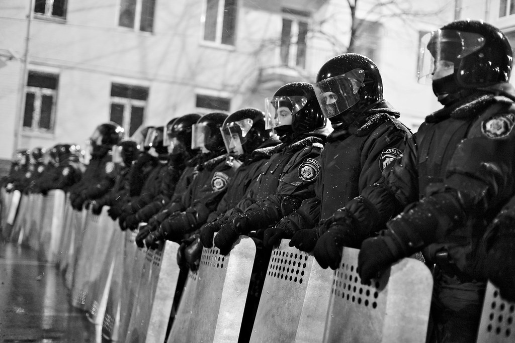 Police Officer Wallpaper Hd Riot Police Blocking The Way To The Parliament Building On