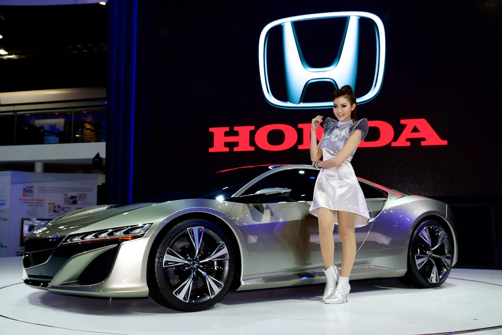 Cool 3d World Wallpaper Honda Nsx Concept With Beautiful Sexy Presenter At The 30