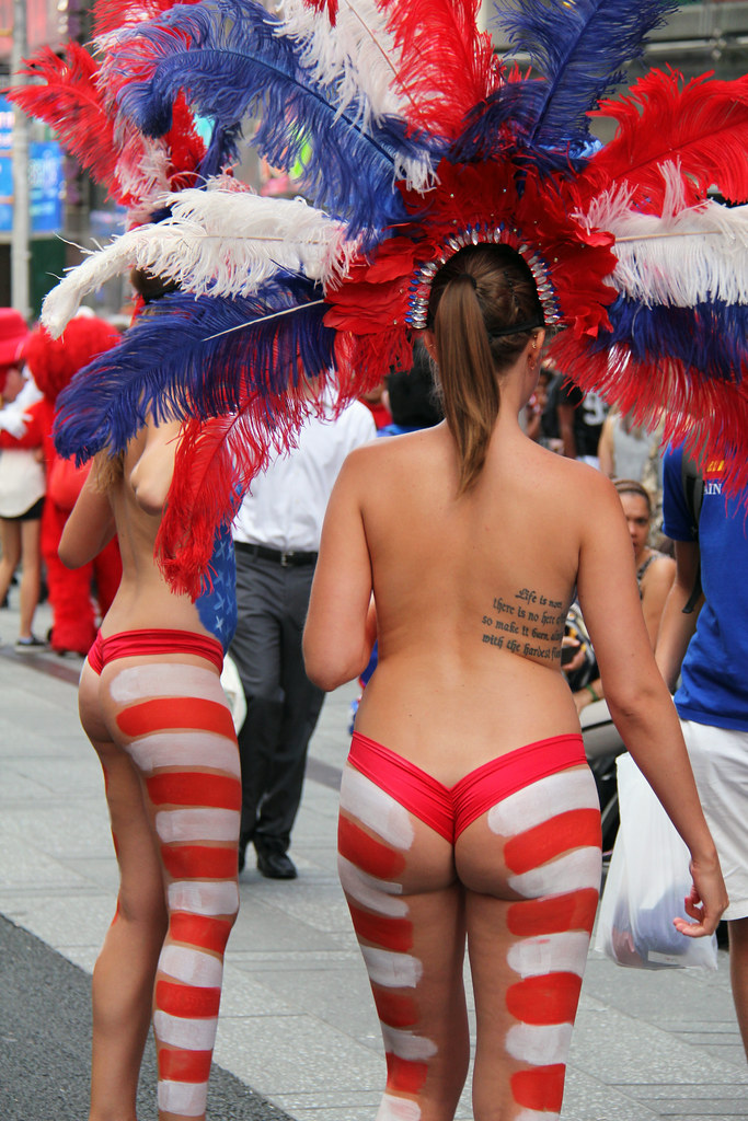 Free Animated 3d Wallpaper Women In Times Square In Nyc Wearing Only Body Paint Phot