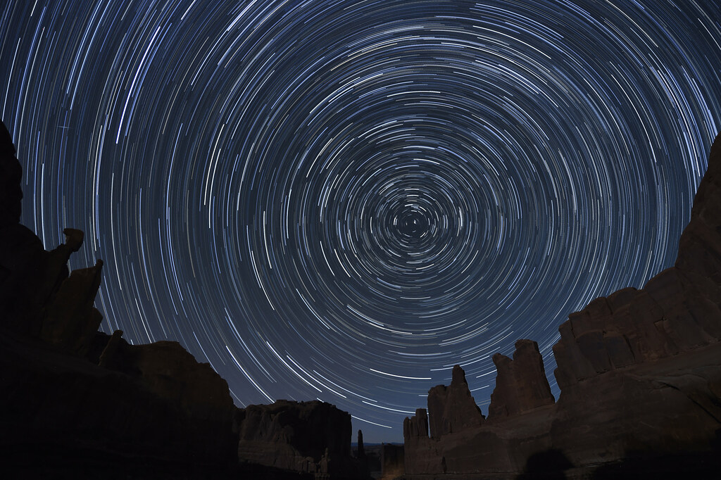 Windows 10 3d Wallpapers Moving Star Trails Over Arches National Park Utah Star Trails
