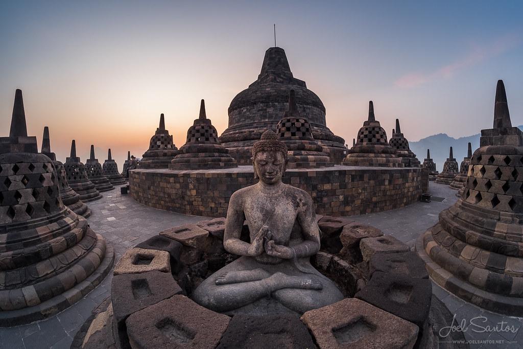 3d Pyramid Wallpaper Borobudur The Biggest Buddhist Temple In The World Java