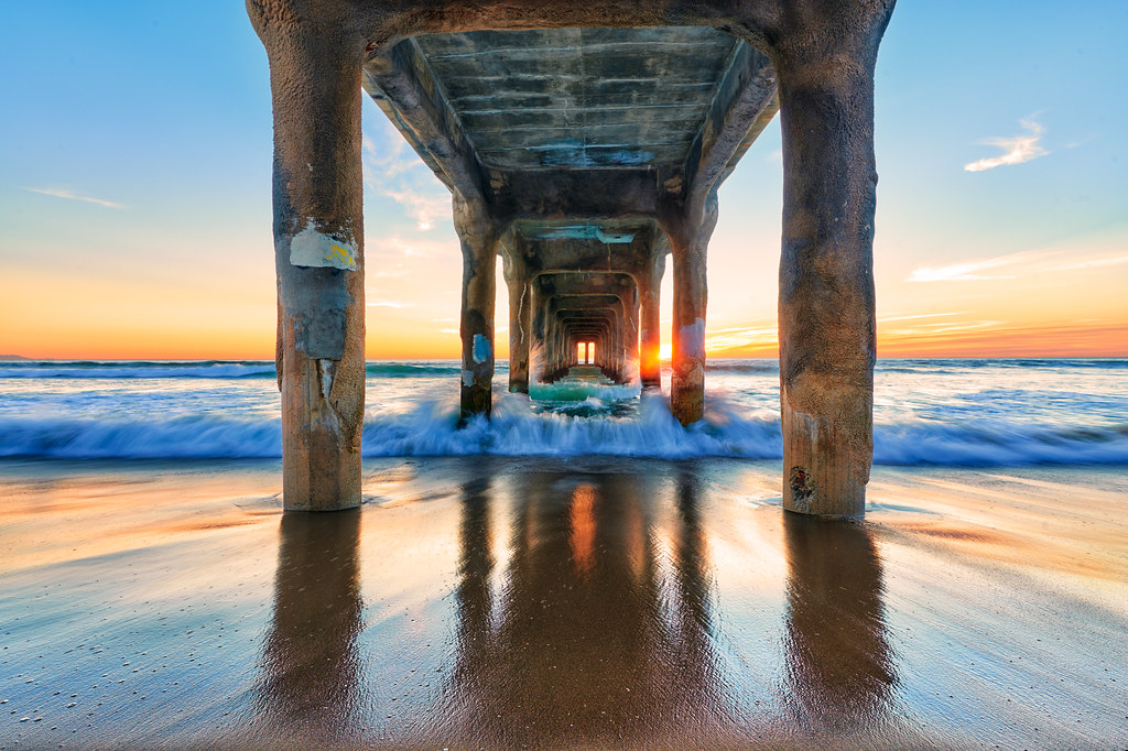 White Wave 3d Wallpaper Manhattan Pier Manhattan Pier Manhattan Beach