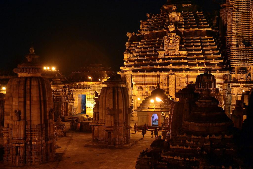 India Wallpaper 3d Hd India Odisha Bhubaneswar Lingaraj Temple Night Vie