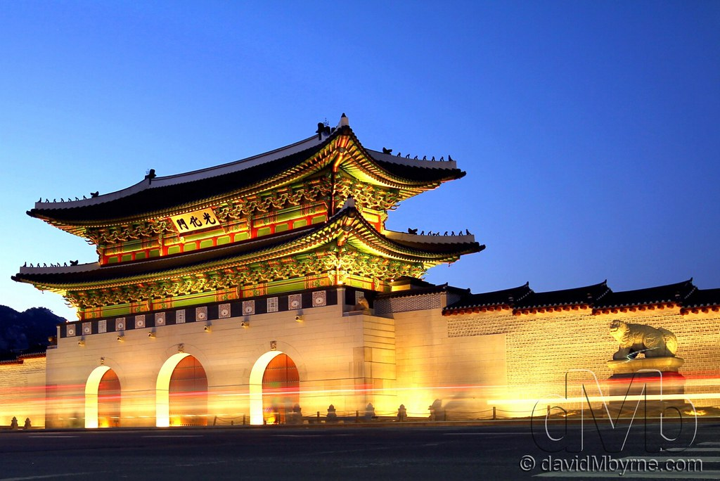 3d Palace Wallpaper Gyeongbok Palace Seoul Traffic Light Trails As Seen On
