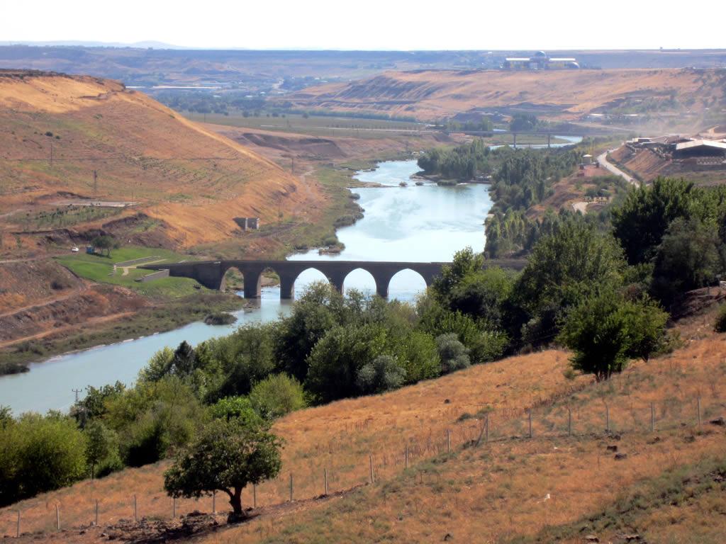 3d Batman Hd Wallpaper The Tigris River The Tigris River Passes East Of