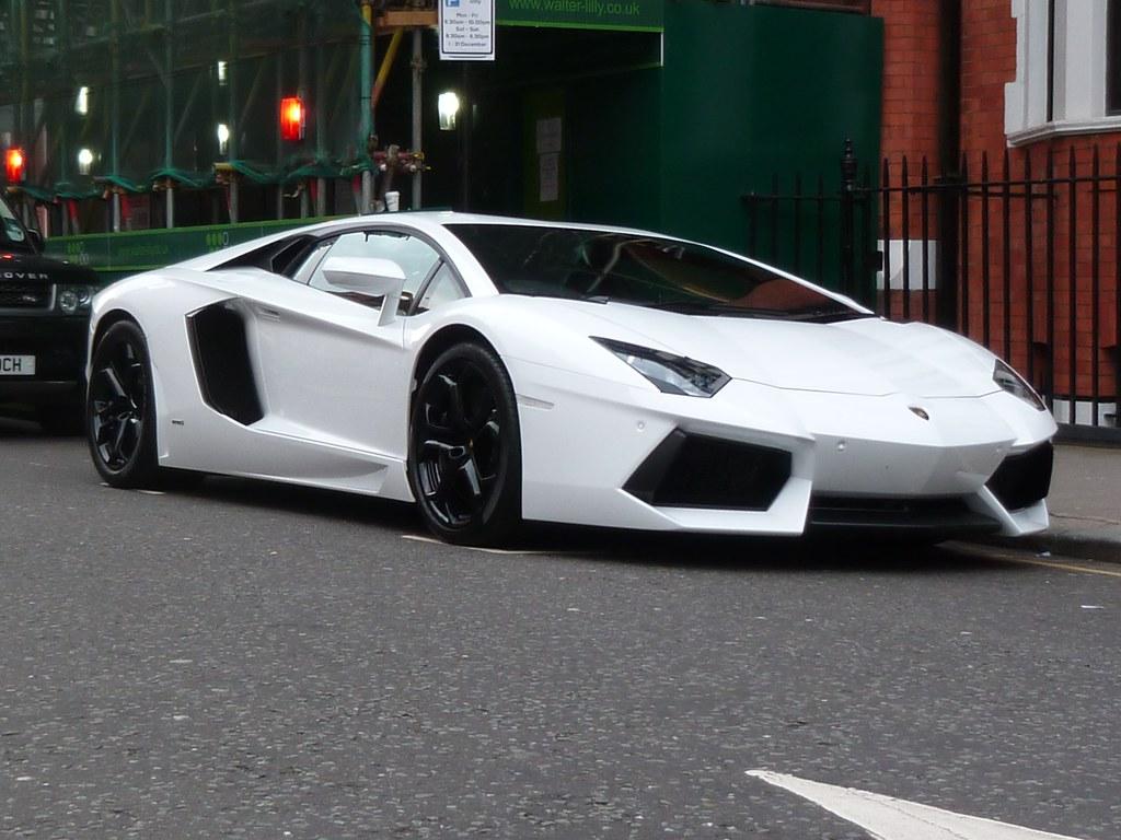 3d Colour Wallpaper Lamborghini Aventador White Lp700 4 Simply In The Street
