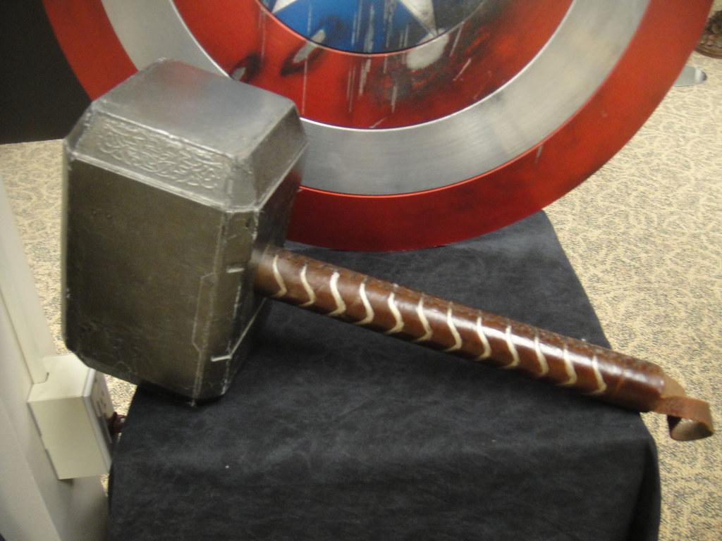 Dark 3d Wallpaper Captain America Prop Auction Thor S Hammer Mjolnir Flickr