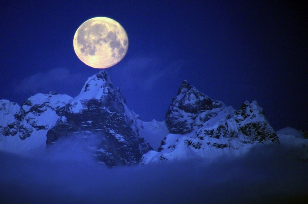 N Wallpaper 3d Hd Moon On The Mountain A Full Moon Setting Into The